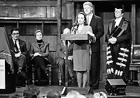 American President Bill Cliton in Derry, with his wife Hillary Clinton, American President Bill Clinton unveils a plaque for the American Ireland Fund Charity, 30/11/1995. (Part of the Independent Newspapers Ireland/NLI Collection).