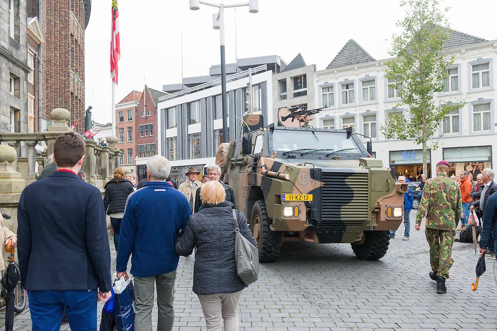 Nederland, Den Bosch, 20141024.<br /> Voor het gemeentehuis op de markt staan militaire voertuigen.<br /> de laatste gezamenlijke herdenking van &rsquo;s-Hertogenbosch en de bevrijders van de stad in 1944, The Royal Welsh.<br /> Als eerbetoon aan de Royal Welsh wordt een nieuwe brug over de Dieze in de stad genoemd naar hen: The Royal Welsh Brug.<br /> De offici&euml;le onthulling van de naam van de brug is na een spectaculaire overmeestering van de brug door onder andere de luchtmobiele brigade van het Regiment van Heutsz. Hierbij worden helikopters en vaartuigen ingezet. Gevolg door een fly pass van een drietal historische vliegtuigen van Vliegend Museum Seppe.<br /> <br /> Netherlands, Den Bosch, 20141024.<br /> the last joint commemoration of 's-Hertogenbosch and the liberators of the city in 1944, The Royal Welsh. <br /> As a tribute to the Royal Welsh is a new bridge over the Dieze in the city named after them: The Royal Welsh Bridge. <br /> The official unveiling of the name of the bridge after a spectacular conquest of the bridge including the brigade Regiment Heutsz. These are helicopters and vessels deployed. Followed by a fly pass of three historic aircraft Flying Museum Seppe.