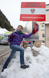"20.02.2016, Grenzübergang, Gries am Brenner, AUT, Demonstration gegen Grenzsicherungsmaßnahmen am Brenner, im Bild eine Demonstrantin schließt das ""Grenzkontrolle"" Schild // during a demonstration against cross assurance measures at the border from Italy to Austria in Gries am Brenner, Austria on 2016/02/20. EXPA Pictures © 2016, PhotoCredit: EXPA/ Jakob Gruber"