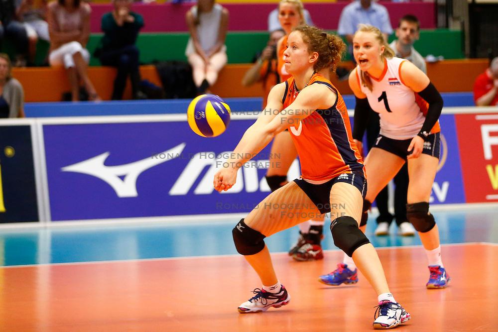 20140425 NED: Jong Oranje Vrouwen - Montenegro, Arnhem <br /> Lynn Braakhuis (5) The Netherlands<br /> &copy;2014-FotoHoogendoorn.nl / Pim Waslander