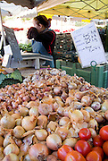 Rennes, FRANCE,  Fresh Produce, Garlic and Onions on view on the stalls at the Saturday Morning Market,  Brittany.  Saturday  26/09/2009   [Mandatory Credit Peter Spurrier Intersport Images]. Street Photo.