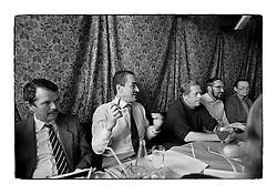 *En_Cechoslovakia, 1990, Prague Castle - Meeting with President Havel and advisers                                        *Cz_Porada