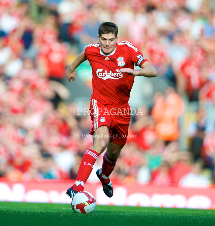 LIVERPOOL, ENGLAND - Saturday, September 20, 2008: Liverpool's captain Steven Gerrard MBE in action against Stoke City during the Premiership match at Anfield. (Photo by David Rawcliffe/Propaganda)