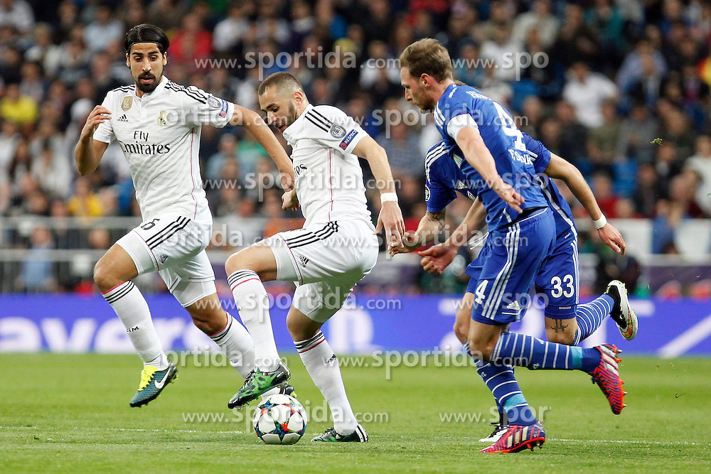 10.03.2015, Estadio Santiago Bernabeu, Madrid, ESP, UEFA CL, Real Madrid vs Schalke 04, Achtelfinal, R&uuml;ckspiel, im Bild Real Madrid&acute;s Benzema and Kehedira and Schakle 04 Howedes // during the UEFA Champions League Round of 16, 2nd Leg match between Real Madrid and Schakke 04 at the Estadio Santiago Bernabeu in Madrid, Spain on 2015/03/10. EXPA Pictures &copy; 2015, PhotoCredit: EXPA/ Alterphotos/ Caro Marin<br /> <br /> *****ATTENTION - OUT of ESP, SUI*****