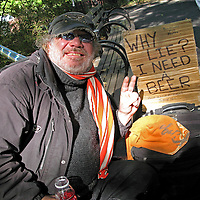 A beggar in New York's Central Park tries the honest approach.