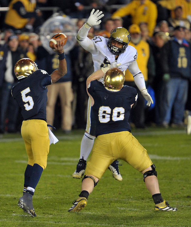 quarterback Everett Golson (5) throws with blocking help from offensive guard Chris Watt (66).