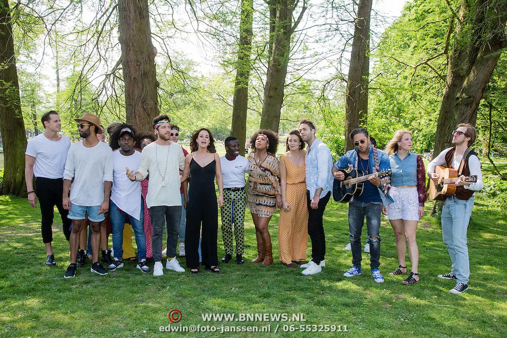 NLD/Amsterdam/20160512 - Perspresentatie musical Hair, CAST TREEDT OP