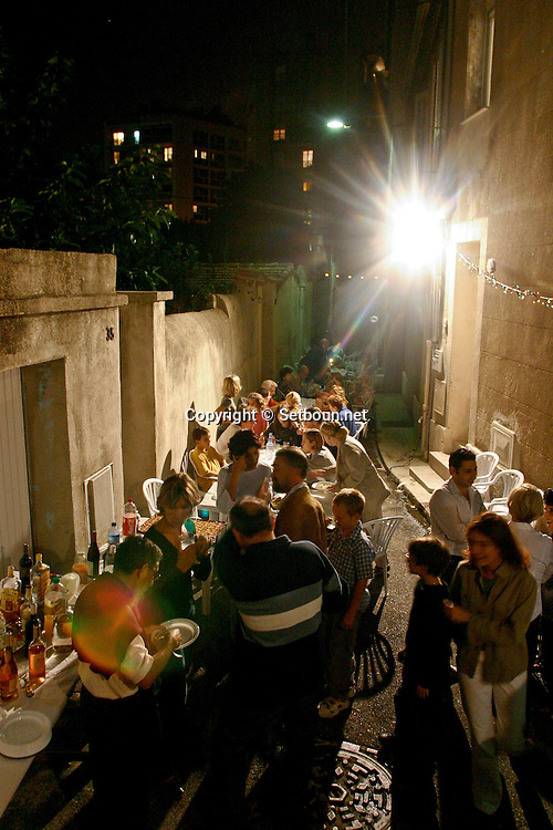 Fete des voisins 34 rue notre dame des anges   Marseille  France / VILLAGE PARTY  Marseille  France  / L0008529/ NEIGHBORHOOD  PARTY