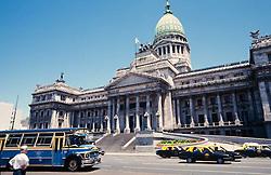 Taxis tipicos de Buenos Aires em frente ao predio do Congresso Nacional. Argentina / Typical taxis of Buenos Ayres in front of the building of the National Congress. Argentina
