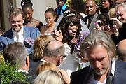 Kerkelijkhuwelijk Berget Lewis in de Sint Petruskerk in Amsterdam.<br /> <br /> Op de foto:  Berget Lewis en  Sebastiaan van Rooijen