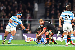 November 11, 2017 - London, United Kingdom - England's Chris Robshaw looks for the ball during Old Mutual Wealth Series between England against Argentina at Twickenham stadium , London on 11 Nov 2017  (Credit Image: © Kieran Galvin/NurPhoto via ZUMA Press)