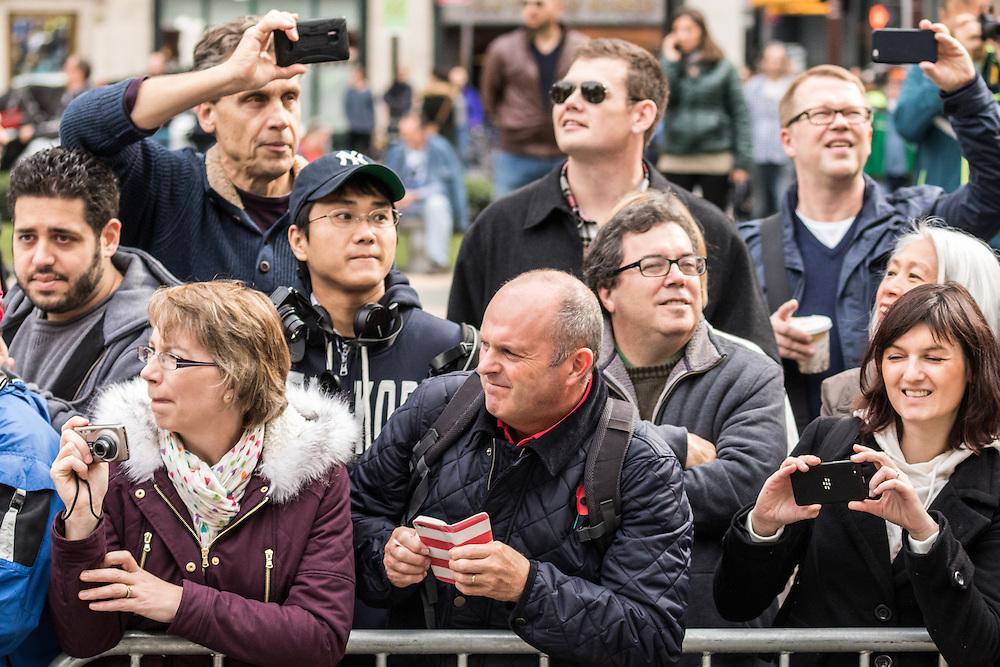 spectators in Central Park near mile 25