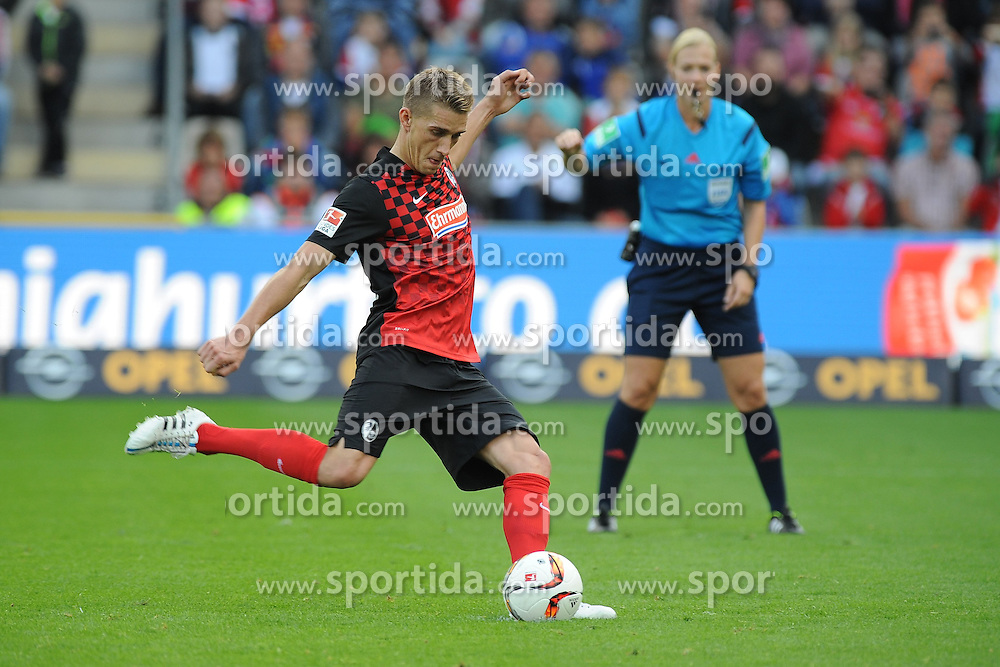 27.09.2015, Schwarzwald Stadion, Freiburg, GER, 2. FBL, SC Freiburg vs FSV Frankfurt, 9. Runde, im Bild Nils Petersen (SC Freiburg) beim Elfmeter // during the 2nd German Bundesliga 9th round match between SC Freiburg and FSV Frankfurt at the Schwarzwald Stadion in Freiburg, Germany on 2015/09/27. EXPA Pictures &copy; 2015, PhotoCredit: EXPA/ Eibner-Pressefoto/ Laegler<br /> <br /> *****ATTENTION - OUT of GER*****