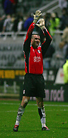 Photo. Andrew Unwin, Digitalsport<br /> Newcastle United v Fulham, Barclays Premiership, St James' Park, Newcastle upon Tyne 07/11/2004.<br /> Fulham's goalkeeper, Mark Crossley, applauds the away-supporters after his outstanding performance in goal.