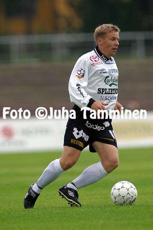 01.08.2002, Pori, Finland..Veikkausliiga 2002 / Finnish League 2002..FC Jazz Pori v FC Haka Valkeakoski.Tommi Torkkeli - FC Haka.©Juha Tamminen