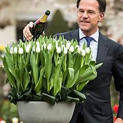 NLD/Lisse/20190417 - Minister Rutte doopt tulp inde Keukenhof, Minister Rutte doopt tulp die de naam Don White krijgt