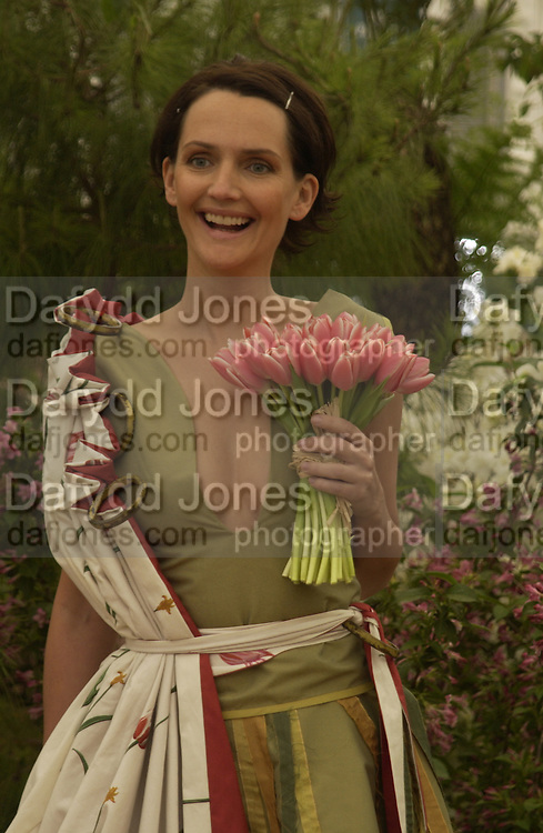 Saffron Aldridge, Chelsea Flower show, 25 May 2004. ONE TIME USE ONLY - DO NOT ARCHIVE  © Copyright Photograph by Dafydd Jones 66 Stockwell Park Rd. London SW9 0DA Tel 020 7733 0108 www.dafjones.com