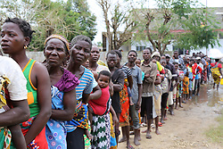SOFALA, March 24, 2019  Local people queue to receive relief supplies in Tica town, along the National Road No. 6 (EN6) in the Pungue River Basin, Mozambique, March 23, 2019. After the country was hit by Tropical Cyclone Idai since last week, the rise of the water level of river Pungue has caused floods and massive destruction. (Credit Image: © Xinhua via ZUMA Wire)