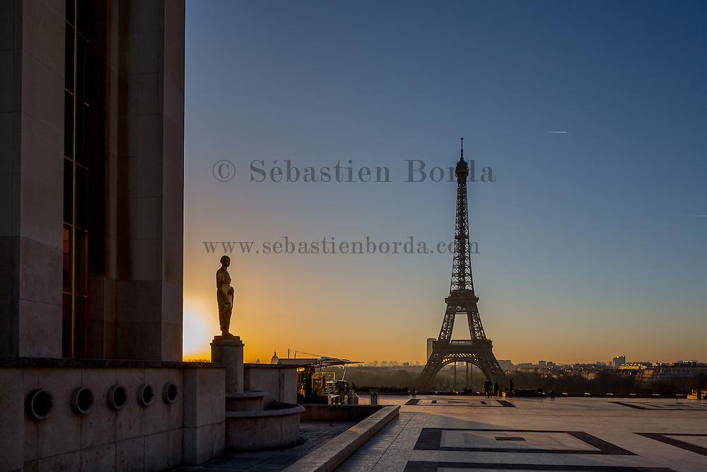 Tour Eiffel depuis le parvis des droits de l'homme // View of Eiffel Tower from parvis des drois de l'homme