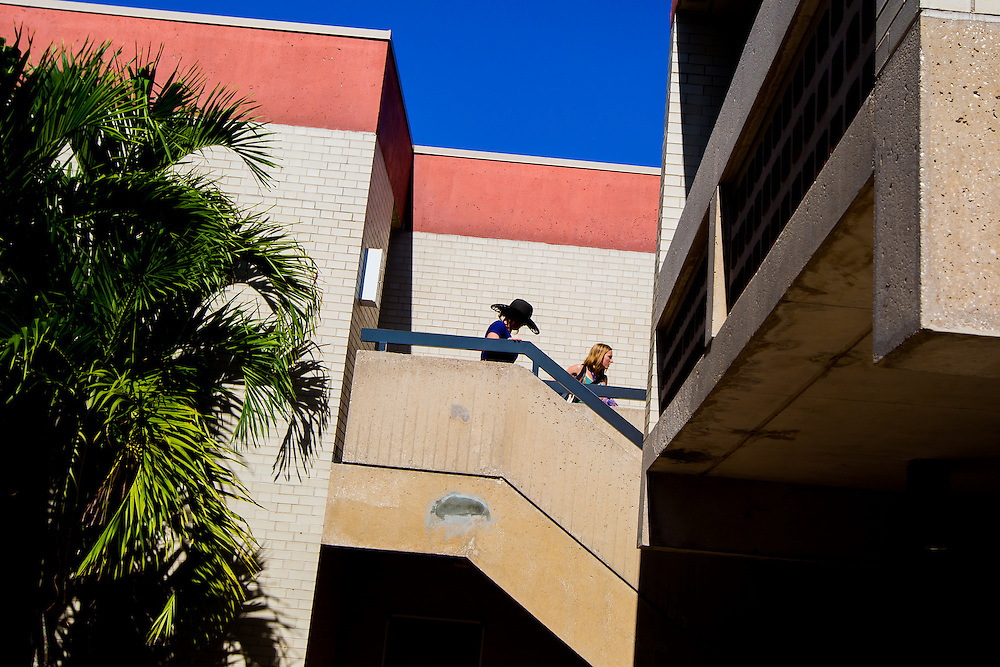 SARASOTA, FL -- August 15, 2016 -- First year students move-in at New College of Florida for the start of the 2016-17 academic year. (PHOTO / New College of Florida, Chip Litherland)