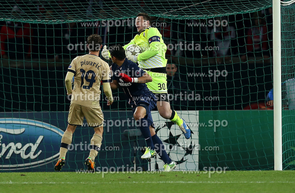 06.11.2012, Stade de Parc des Princes, Paris, FRA, UEFA CL, Paris St. Germain vs Dinamo Zagreb, Gruppe A, im Bild Goalkeeper Ivan Kelava, // during UEFA Championsleague group A Match between Paris St. Germain and Dinamo Zagreb at the Stade de Parc des Princes, Paris, France on 2012/11/06. EXPA Pictures © 2012, PhotoCredit: EXPA/ Pixsell/ Marko Lukunic..***** ATTENTION - OUT OF CRO, SRB, MAZ, BIH and POL *****