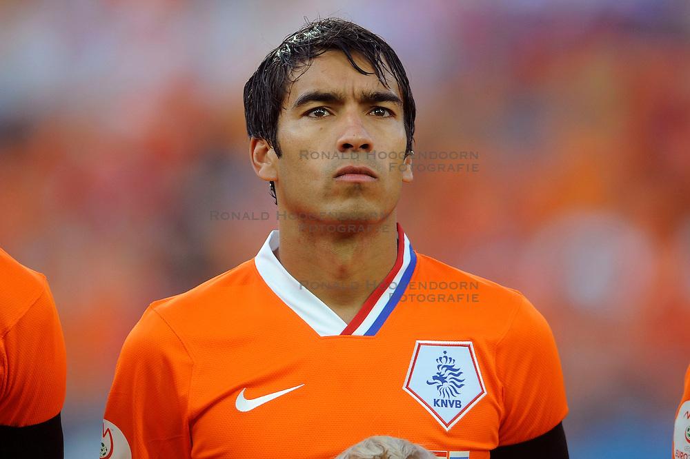 21-06-2008 VOETBAL: EURO 2008 NEDERLAND - RUSLAND: BASEL<br /> Nederland verliest in de verlenging met 3-1 van Rusland / Giovanni van Bronckhorst<br /> &copy;2008-WWW.FOTOHOOGENDOORN.NL