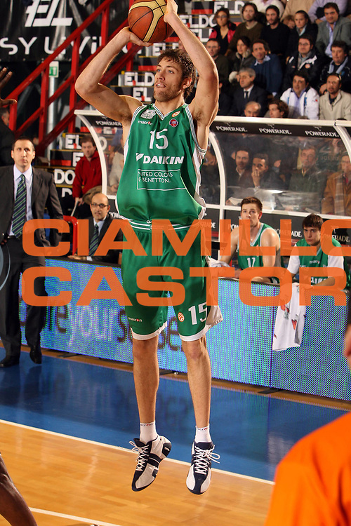 DESCRIZIONE : Napoli Eurolega 2006-07 Eldo Napoli Benetton Treviso<br /> GIOCATORE : Gigli<br /> SQUADRA : Benetton Treviso<br /> EVENTO : Eurolega 2006-2007 <br /> GARA : Eldo Napoli Benetton Treviso<br /> DATA : 31/01/2007 <br /> CATEGORIA : Tiro<br /> SPORT : Pallacanestro <br /> AUTORE : Agenzia Ciamillo-Castoria/E.Castoria