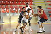 DESCRIZIONE : Roma Lega Basket A 2012-13  Allenamento Virtus Roma<br /> GIOCATORE : Jordan Taylor<br /> CATEGORIA : palleggio controcampo penetrazione<br /> SQUADRA : Virtus Roma <br /> EVENTO : Campionato Lega A 2012-2013 <br /> GARA :  Allenamento Virtus Roma<br /> DATA : 28/08/2012<br /> SPORT : Pallacanestro  <br /> AUTORE : Agenzia Ciamillo-Castoria/GiulioCiamillo<br /> Galleria : Lega Basket A 2012-2013  <br /> Fotonotizia : Roma Lega Basket A 2012-13  Allenamento Virtus Roma<br /> Predefinita :