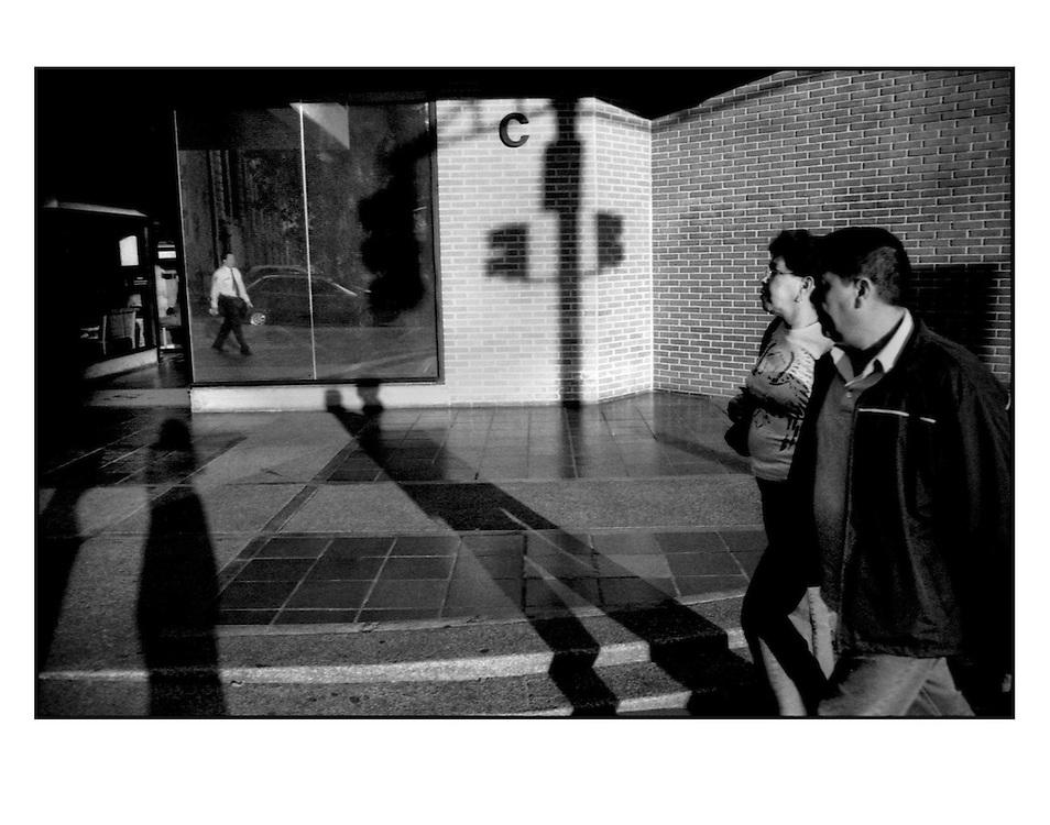 """Autor de la Obra: Aaron Sosa<br /> Título: """"Serie: CARAcas""""<br /> Lugar: Caracas - Venezuela <br /> Año de Creación: 2009<br /> Técnica: Captura digital en RAW impresa en papel 100% algodón Ilford Galeríe Prestige Silk 310gsm<br /> Medidas de la fotografía: 33,3 x 22,3 cms<br /> Medidas del soporte: 45 x 35 cms<br /> Observaciones: Cada obra esta debidamente firmada e identificada con """"grafito – material libre de acidez"""" en la parte posterior. Tanto en la fotografía como en el soporte. La fotografía se fijó al cartón con esquineros libres de ácido para así evitar usar algún pegamento contaminante.<br /> <br /> Precio: Consultar<br /> Envios a nivel nacional  e internacional."""