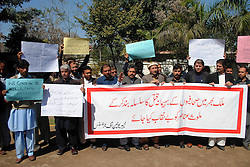Pakistani journalists attend a protest rally against the killing of Mehmood Jan Afridi, who worked for the Urdu-language Intekhab daily in northwest Pakistan's Peshawar, on March 2, 2013. Unidentified gunmen shot dead a journalist on Friday in southwestern Pakistan, local media reported, Pakistan March 2, 2013. Photo by Imago / i-Images...UK ONLY