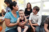 24 AUG 2009, BERLIN/GERMANY:<br /> Bjoern Boehning, SPD, Direktkandidat Kreuzberg-Friedrichshain zur Bundestagswahl 2009, waehrend dem Besuch des Familienzentrums Mehringdamm, Berlin-Kreuzberg<br /> IMAGE: 20090824-03-021<br /> KEYWORDS: Kinder, Kind, Kindergarten, Migranten