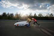 Lieske Yntema gaat van start voor haar eerste poging. Het Human Power Team Delft en Amsterdam (HPT), dat bestaat uit studenten van de TU Delft en de VU Amsterdam, is in Senftenberg voor een poging het laagland sprintrecord te verbreken op de Dekrabaan. In september wil het HPT daarna een poging doen het wereldrecord snelfietsen te verbreken, dat nu op 133 km/h staat tijdens de World Human Powered Speed Challenge.<br /> <br /> Lieske Yntema starts for her first attempt. With the special recumbent bike the Human Power Team Delft and Amsterdam, consisting of students of the TU Delft and the VU Amsterdam, is in Senftenberg (Germany) for the attempt to set a new lowland sprint record on a bicycle. They also wants to set a new world record cycling in September at the World Human Powered Speed Challenge. The current speed record is 133 km/h.