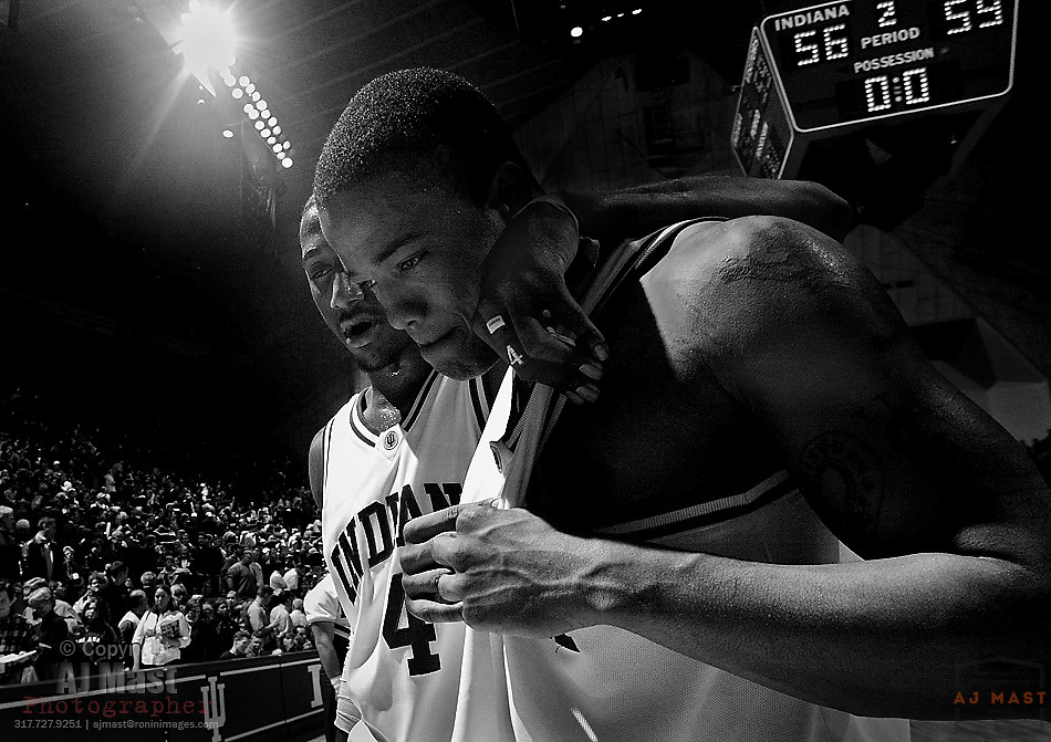 Indiana's A.J. Moye is comforted by teammate Bracey Wright (4) following the Hoosier's 56-59 loss to Ohio State. (2/21/04)