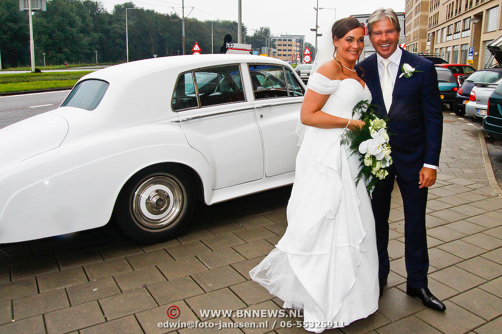 NLD/Amsterdam/20100908 - Huwelijk Dries Roelvink en Honoria