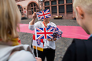 Deutschland | Frankfurt | 25.06.2015 : Queen Elisabeth II is visiting Frankfurt during her trip to Germany<br /> <br /> here: An German official is distributing flags<br /> <br /> 20150625<br /> Sascha Rheker
