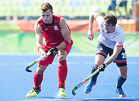 RIO DE JANEIRO  (Brazilië) -  Emmanuel Stockbroekx (Belg.) with David Condon (GB) during the poulematch hockey men Belgium v Great Britain (4-1), Olympic Games 2016 <br /> Copyright Koen Suyk