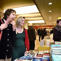 Nederland, Amsterdam , 6 maart 2010..Schrijfsters Renate Dorrestein en Stine Jensen tijdens de signeersessies in de Bijenkorf voorafgaande aan de Boekenweek 2010..Foto:Jean-Pierre Jans