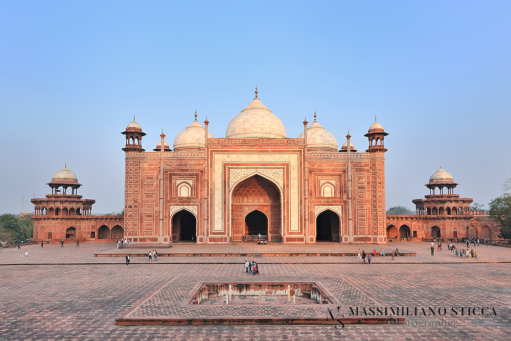 The Jawab (meaning 'answer'), was built to balance the bilateral symmetry formed by the construction of the mosque on the western side of the riverfront terrace. It was originally used as a place for entertaining and accommodation for important visitors, known as a 'mehman khana', though this belief is still open to conjecture. The Jawab differs from the mosque in that it lacks a mihrab, a niche in a mosque's wall facing Mecca, and the floors have a geometric design, while the mosque floor was laid out with the outlines of 569 prayer rugs in black marble.