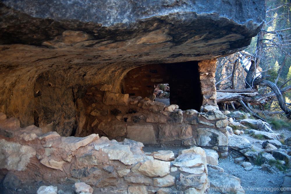 North America, USA, Arizona, Walnut Canyon. Cliff dwelling at Walnut Canyon National Monument.