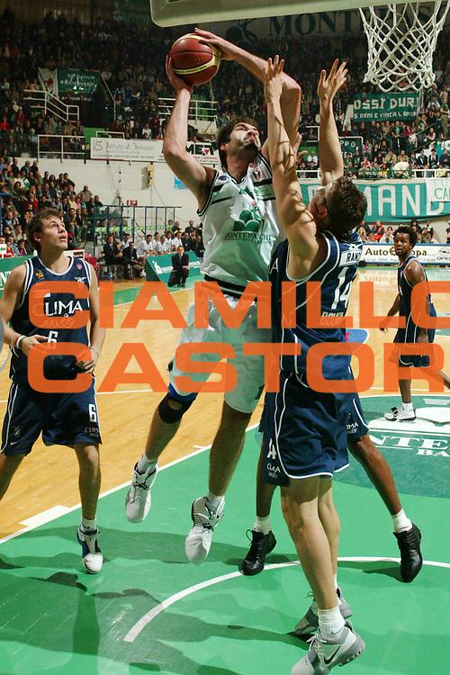 DESCRIZIONE : SIENA CAMPIONATO LEGA A1 2004-2005 <br /> GIOCATORE : CHIACIG<br /> SQUADRA : MONTEPASCHI SIENA<br /> EVENTO : CAMPIONATO LEGA A1 2004-2005 <br /> GARA : MONTEPASCHI SIENA-CLIMAMIO BOLOGNA <br /> DATA : 28/11/2004<br /> CATEGORIA : Tiro<br /> SPORT : Pallacanestro<br /> AUTORE : Agenzia Ciamillo-Castoria/G.Livaldi