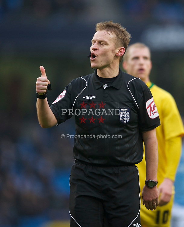 MANCHESTER, ENGLAND - Sunday, February 20, 2011: Referee Michael Jones takes charge during the FA Cup 4th Round Replay match between Manchester City and Notts County at the City of Manchester Stadium. (Photo by David Rawcliffe/Propaganda)