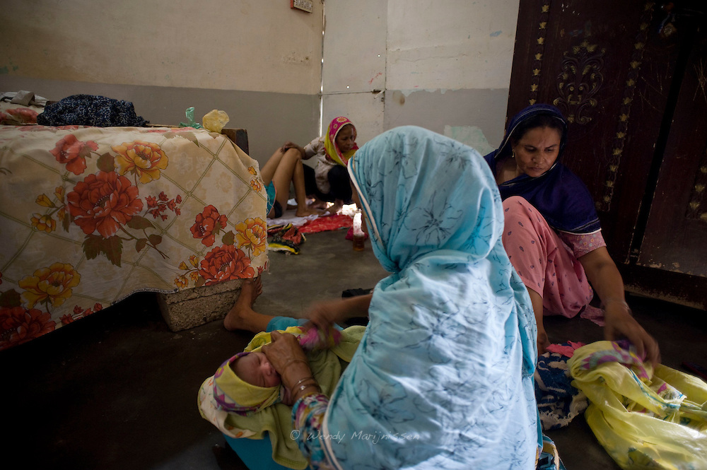 Tucked in the corner by the door, on a concrete floor, 21-year-old Sadef safely delivers her second baby with the help of her dail Tara.<br /> One to two hours after the delivery she returned home with her mother and auntie who were present for the birth. Karachi, Pakistan