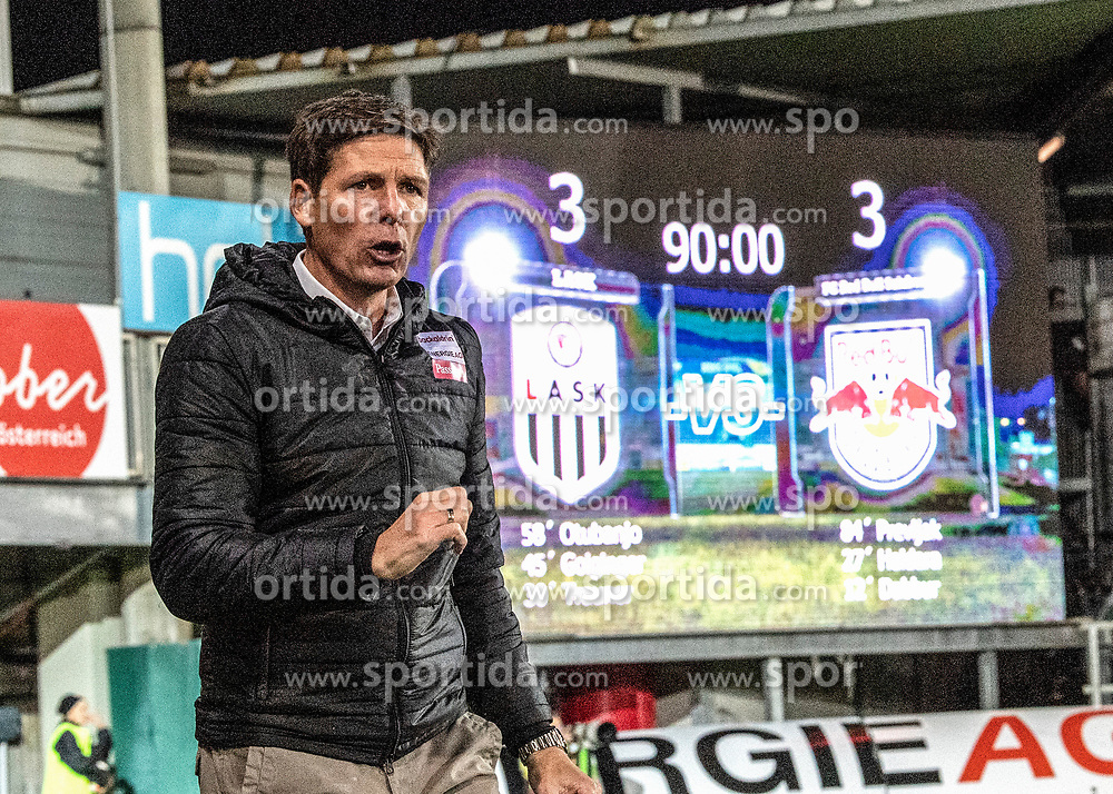 28.10.2018, TGW Arena, Pasching, AUT, 1. FBL, LASK Linz vs FC Red Bull Salzburg, Grunddurchgang, 12. Runde, im Bild Trainer Oliver Glasner (LASK) // during the Austrian Football Bundesliga 12th round match between LASK Linz and FC Red Bull Salzburg at the TGW Arena in Pasching, Austria on 2018/10/28. EXPA Pictures © 2018, PhotoCredit: EXPA/ Reinhard Eisenbauer