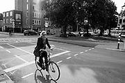 Een meisje fietst in de avond door Utrecht.<br /> <br /> A woman is cycling in Utrecht.