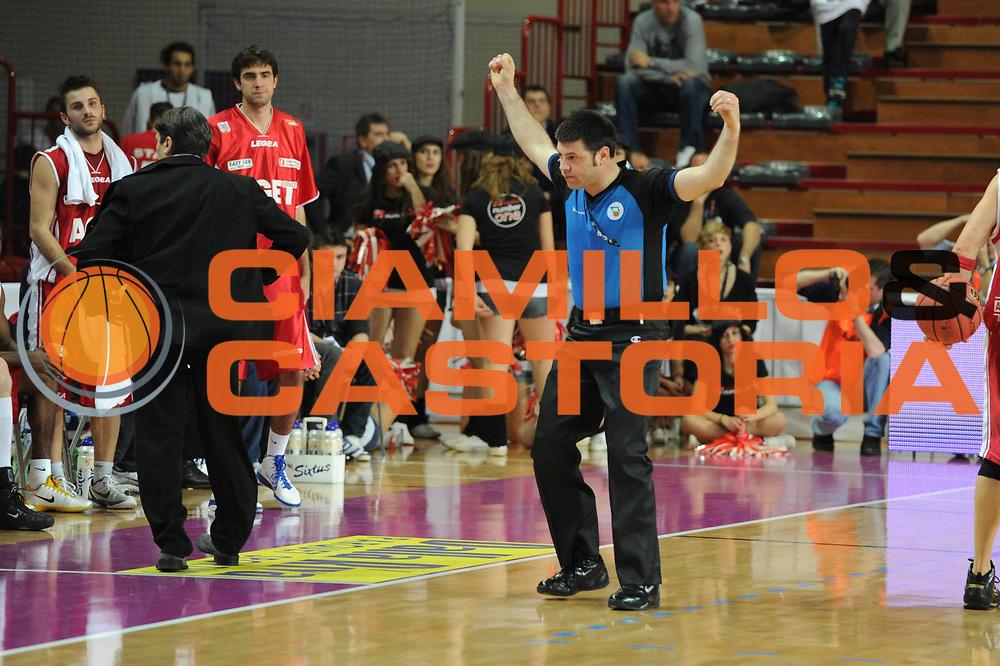 DESCRIZIONE : Novara Lega A2 2010-11 Final Four Coppa Italia Finale Prima Veroli Aget Imola<br /> GIOCATORE : Arbitro<br /> SQUADRA : Prima Veroli Aget Imola<br /> EVENTO : Campionato Lega A2 2009-2010<br /> GARA : Prima Veroli Aget Imola<br /> DATA : 27/02/2011<br /> CATEGORIA : <br /> SPORT : Pallacanestro<br /> AUTORE : Agenzia Ciamillo-Castoria/GiulioCiamillo<br /> Galleria : Lega Basket A2 2010-2011  <br /> Fotonotizia : Novara Lega A2 2010-11 Final Four Coppa Italia Finale Prima Veroli Aget Imola<br /> Predefinita :