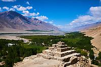 Tadjikistan, Asie centrale, Gorno Badakhshan, Haut Badakhshan, le Pamir, le stupa bouddhiste de Vrang dans la vallée du Wakhan, la rivière Paanj sépare le Tadjikistan et l'Afghanistan // Tajikistan, Central Asia, Gorno Badakhshan, the Pamir, Vrang buddhist stupa, Wakhan valley, Panj river between Tajikistan and Afghanistan