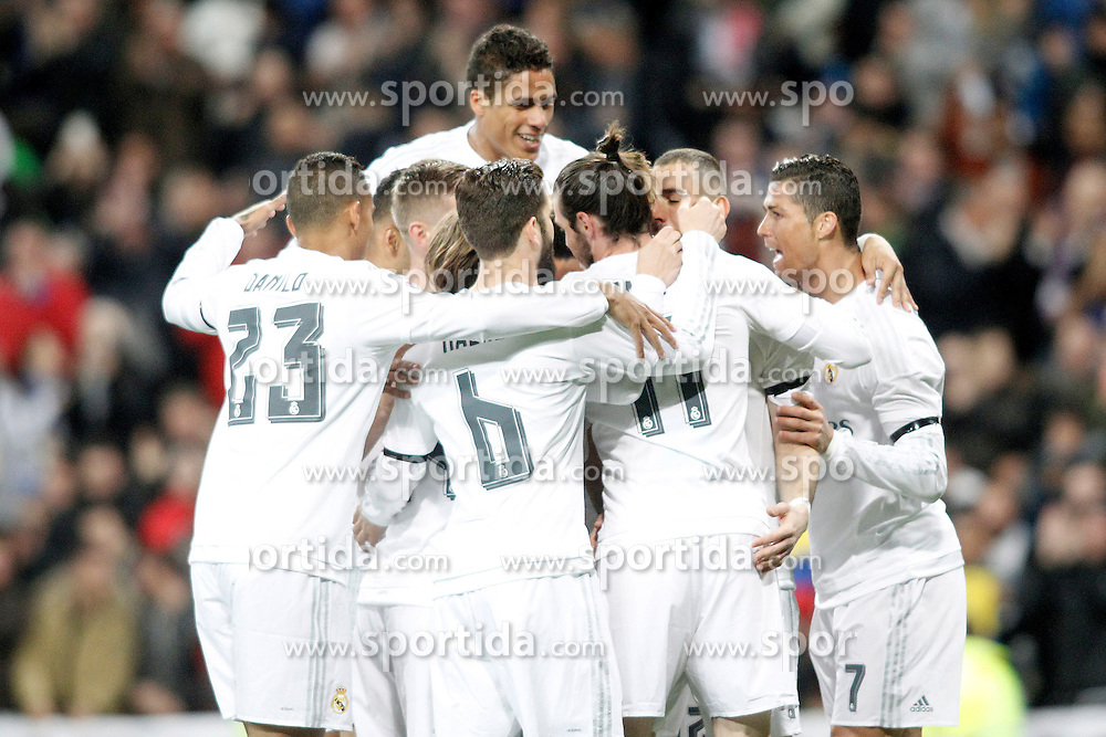 20.03.2016, Estadio Santiago Bernabeu, Madrid, ESP, Primera Division, Real Madrid vs Sevilla FC, 30. Runde, im Bild Real Madrid's players celebrate goal // during the Spanish Primera Division 30th round match between Real Madrid and Sevilla FC at the Estadio Santiago Bernabeu in Madrid, Spain on 2016/03/20. EXPA Pictures &copy; 2016, PhotoCredit: EXPA/ Alterphotos/ Acero<br /> <br /> *****ATTENTION - OUT of ESP, SUI*****