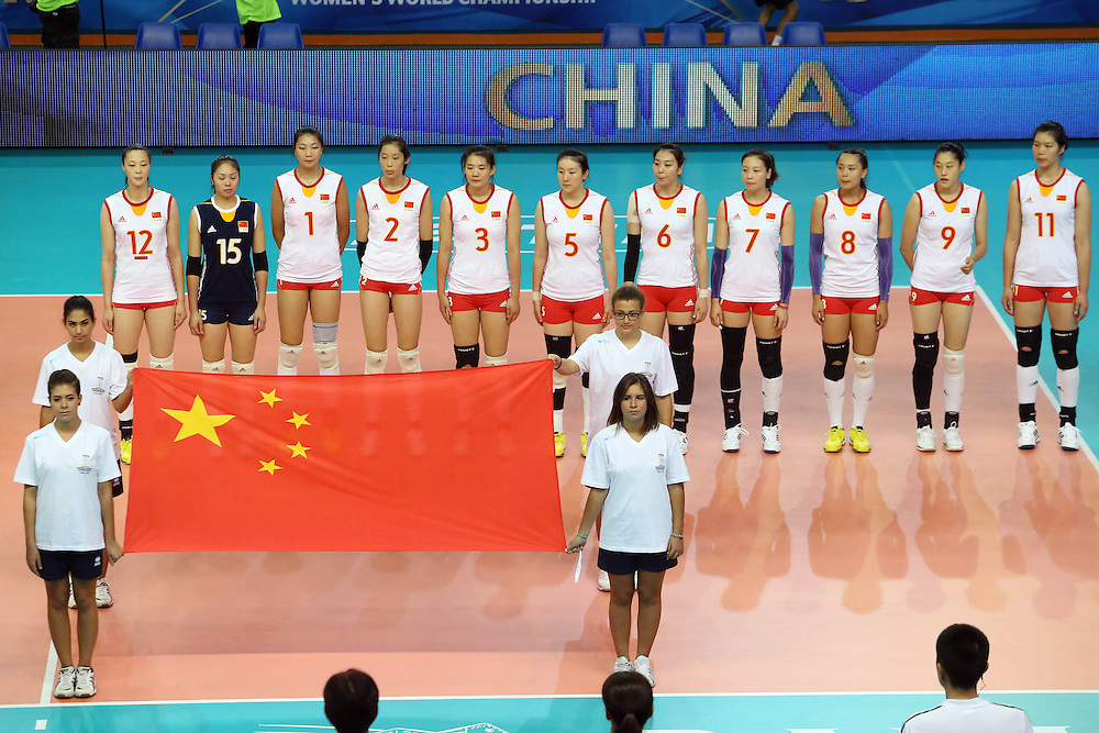 China team listen to his national anthem