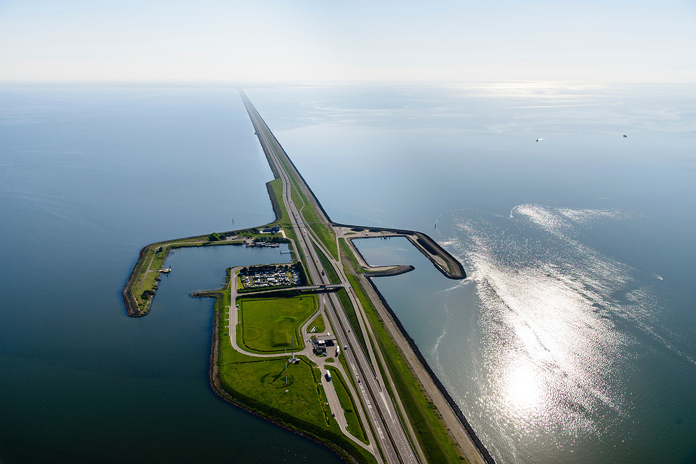Nederland, Friesland, Gemeente Wonseradeel, 07-05-2018; Afsluitdijk ter hoogte van Breezanddijk, het voormalig werkeiland Breezand. Camping voor zeevissers. Gezien naar de kust van Noord-Holland, aan de horizon. Waddenzee rechts, IJsselmeer links.<br /> Enclosure Dam at the height of Breezanddijk, former 'work island' Breezand, seen in the direction of the Noord-Holland coast at the horizon (32 kilometers away). IJsselmeer lake (right), the Wadden Sea (left)<br /> luchtfoto (toeslag op standard tarieven);<br /> aerial photo (additional fee required);<br /> copyright foto/photo Siebe Swart