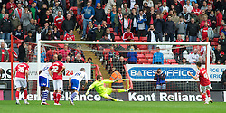 LONDON, ENGLAND - Saturday, October 8, 2011: Charlton Athletic's Johnnie Jackson makes it 1-1 after beating Tranmere Rovers' Owain Fon Williams from the penalty spot during the Football League One match at The Valley. (Pic by Gareth Davies/Propaganda)